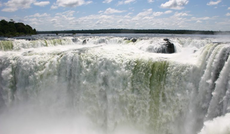 "Iguazú, ""agua grande"""