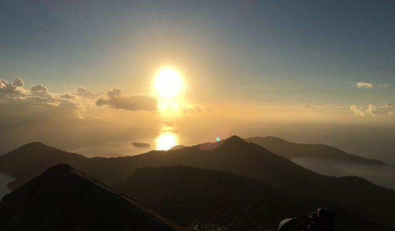 Trekking nocturno en Pico do Papagaio, Ilha Grande