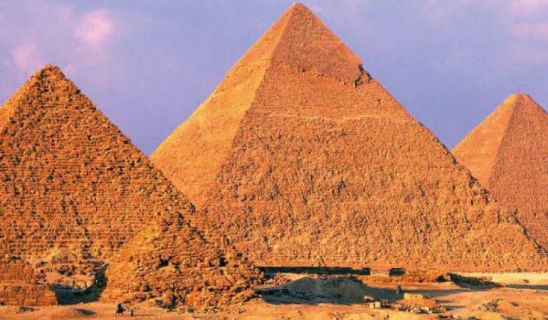 Las Pirámides de Giza, Egipto, se preparan para su reactivación
